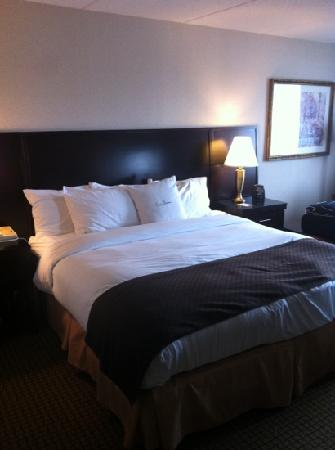 Doubletree Cleveland South: VERYYYY Comfortable bed !!
