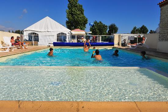 Miss camping 2013 avec ses dauphine picture of camping for Camping cavalaire sur mer avec piscine