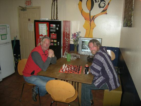 Turtle Hostel: chess in the kitchen!