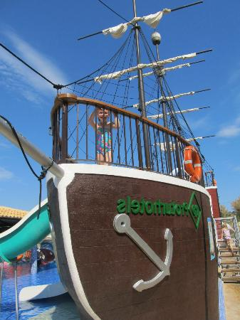 Protur Bonaire Aparthotel: The amazing pirate ship
