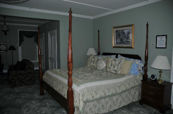 Alexandra B&B Inn: King size bed