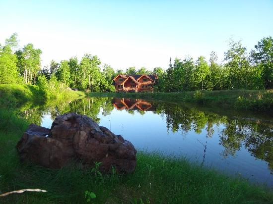 Superior Gateway Lodge: Beautiful Pond