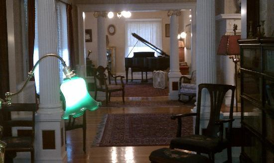 Seelye Mansion: The piano a Steinway