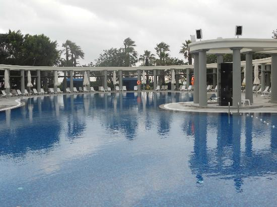 Une partie de la grande piscine club asteria belek for Piscine 07500