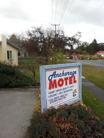 Anchorage Motel - Golden Chain: hotel signage