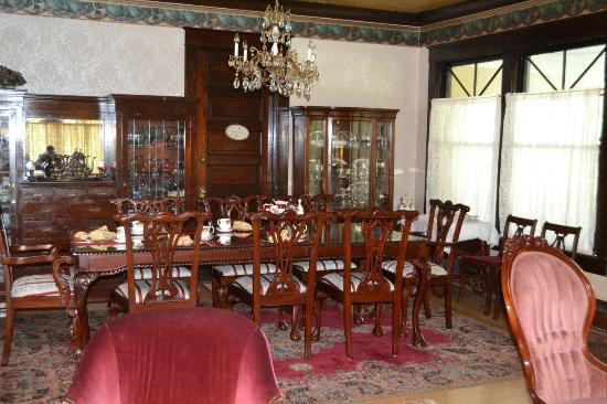 Marianna Stoltz House Bed and Breakfast: Dining Room