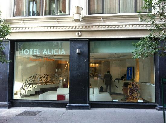 Hotel Room Mate Alicia: Modern exterior and reception area is a great place to relax and watch the streetscape