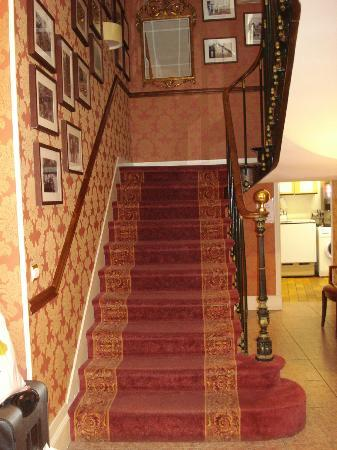 Hotel Churchill: Staircase