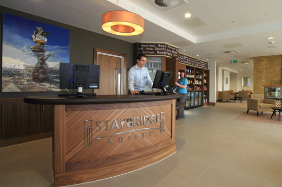 Staybridge Suites London-Stratford City: Guest Services