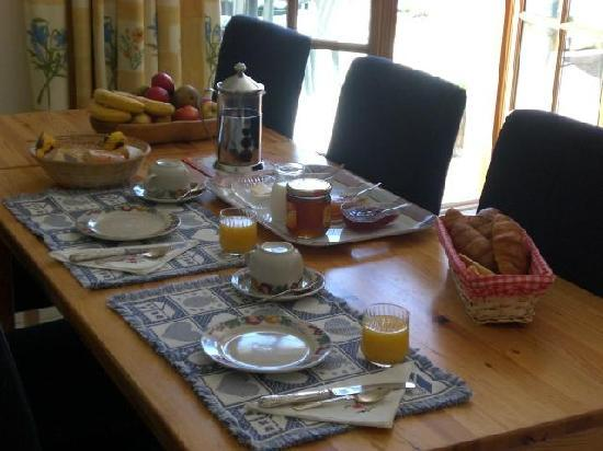 La Maison des Tournesols: Breakfast