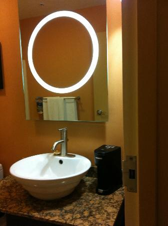 Mariposa Inn and Suites: Fancy mirror