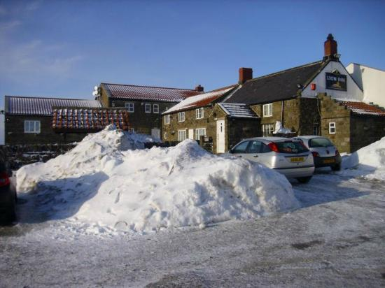 The Lion Inn: Lion Inn in the snow.