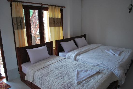 Phongsavanh Resort: inside of the triple rooms