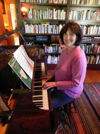 Ashland Mountain House B&B: At a restored 19th century Steinway in the library