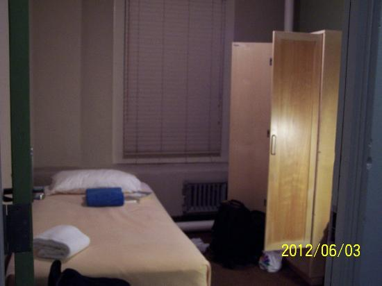 500 West: Small but comfortable room