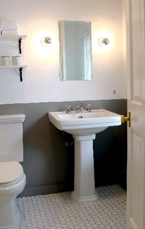 Salt House Inn: Bathrooms in the New Rooms