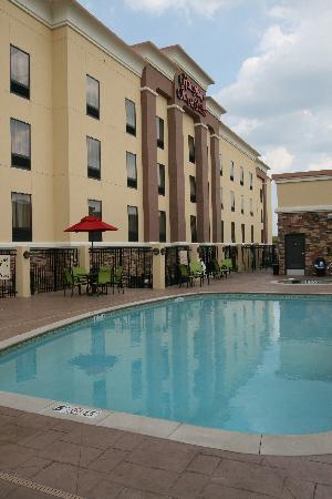 Hampton Inn and Suites Tulsa Hills: Beautiful outdoor pool and whirlpool open Memorial Day through Labor Day