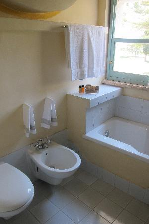Subretia: super clean bathroom