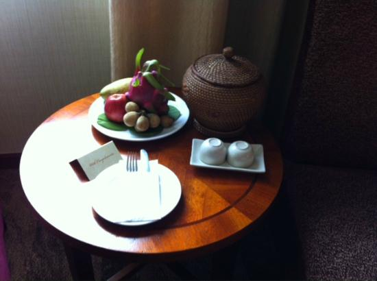 Windsor Plaza Hotel: welcome fruits