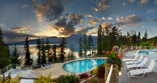 Halcyon Hot Springs: After sunset panorama of our pools.