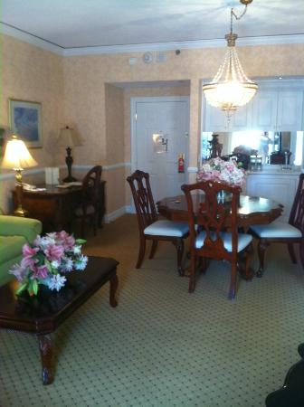 Nassau Inn: Lots of room in the Dolley Madison suite.
