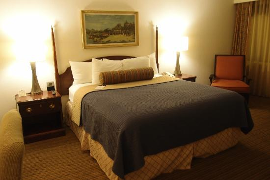 The Beverly Heritage Hotel: comfortable bed