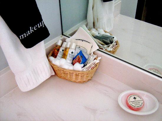 Grand Victorian Bed & Breakfast: Bath Amenities
