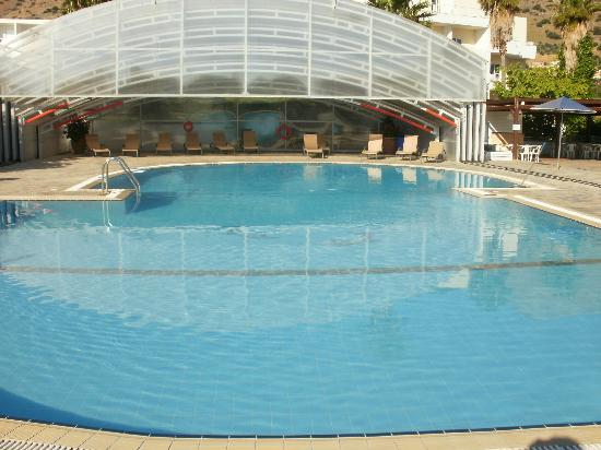 Elounda Aqua Sol Resort: quiet pool and undercover if it rains