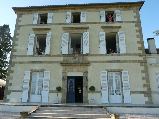 Le Petit Chateau: view of the front of the chateau