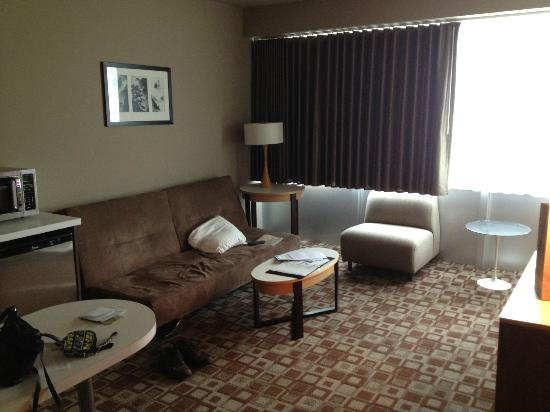 The State House Inn - an Ascend Collection Hotel: King Suite living room
