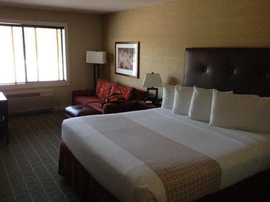 Moorpark Hotel: single bed room.