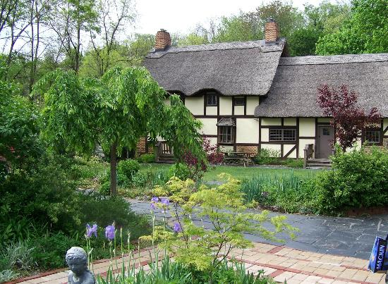 Anne Hathaway's Cottage Bed & Breakfast Inn: A view of the house from the gardens
