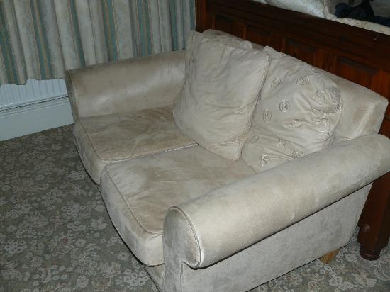 Keswick Park Hotel: soiled and tired settee