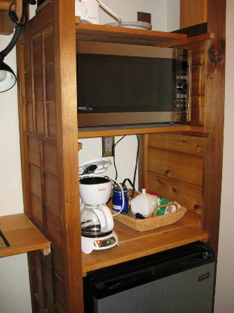 The He-Tin-Kis Lodge: Room 3 - mini kitchenette