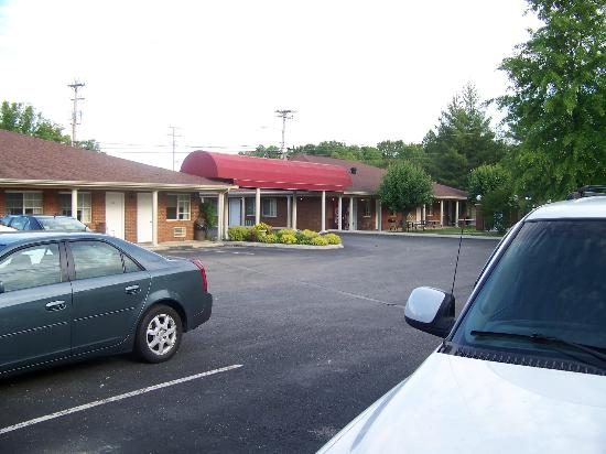 Tompkinsville Inn: Well kept motel!