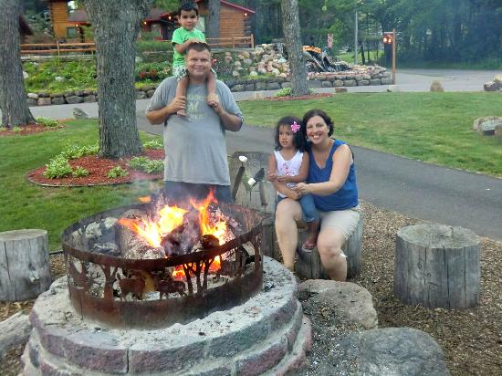 Meadowbrook Resort: Bonfire each night