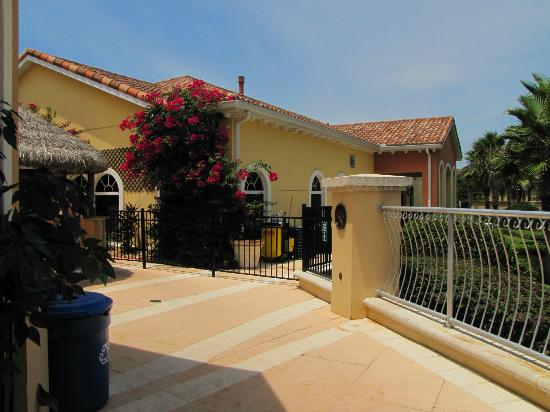 Regal Palms Resort & Spa: entrance to pool area