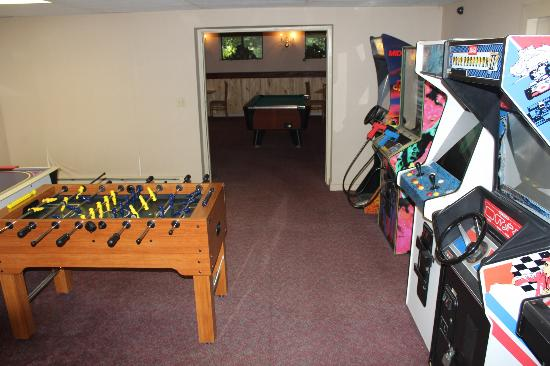 Hunter Inn: Game room