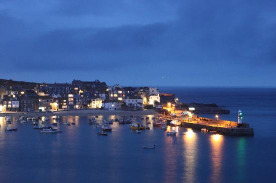 Golden Hind Guest House: View from the Gold Hind over the harbour