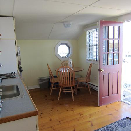 The Cottages &amp; Lofts at The Boat Basin : Kitchen area 