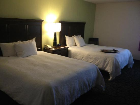 ‪‪Hampton Inn Cincinnati Northwest Fairfield‬: *RENOVATED* Double Queen‬