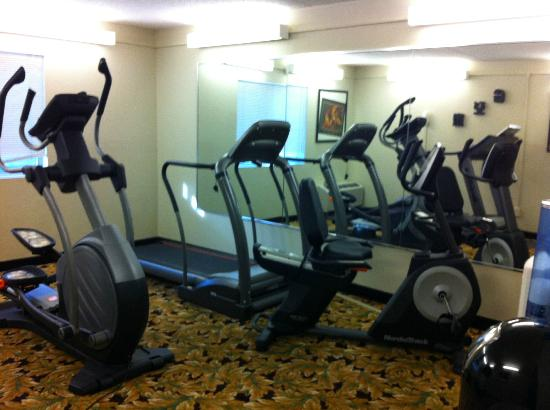 ClubHouse Inn & Suites Westmont: Fitness Room