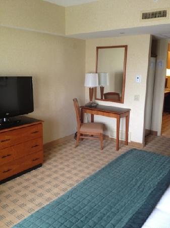 Doubletree Guest Suites &amp; Conference Center Chicago / Downers Grove: small desk in bedroom with HD TV