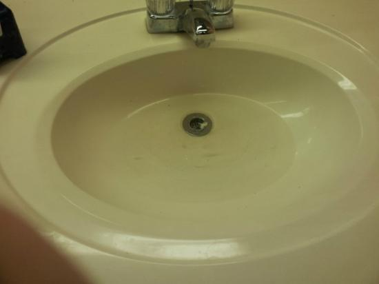 Lakewood Camping Resort: stopped up sinks in bath houses