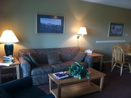 Sunrise Ridge Resort: living room area