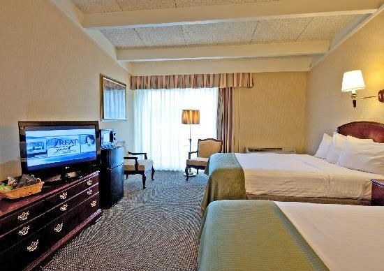 Howard Johnson Inn - Newport Area / Middletown: Deluxe Room 2 Queen Beds
