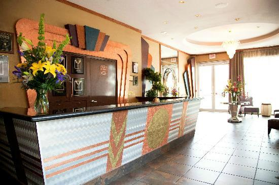 Clarion Grand Boutique Hotel: Front Desk