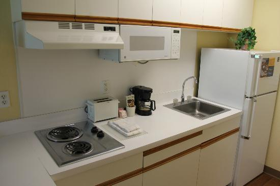 Extended Stay America - Kansas City - Country Club Plaza: No utensils, must be extra. Useful appliances.