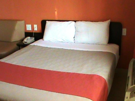 Motel 6 Austin Central - North: Mod bed 1