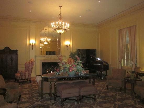 Marcus Whitman Hotel & Conference Center: lobby